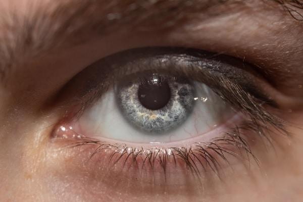 Entrega de medicamentos via lentes de contato: nova parceria tenta viabilizar tecnologia