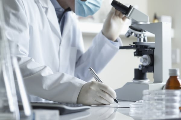 Nova colaboração entre indústria e universidades lançada no Reino Unido pretende acelerar projetos de descoberta de novos medicamentos